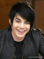 33b491e3d25a40be9ab336b0ecf2e8d2 - adam-lambert photo
