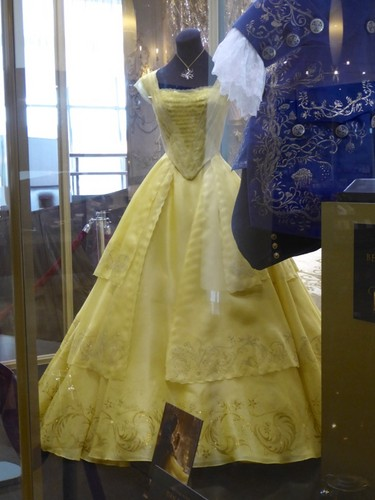 Beauty and the Beast (2017) वॉलपेपर titled Beauty and the Beast 2017 Belle's costume