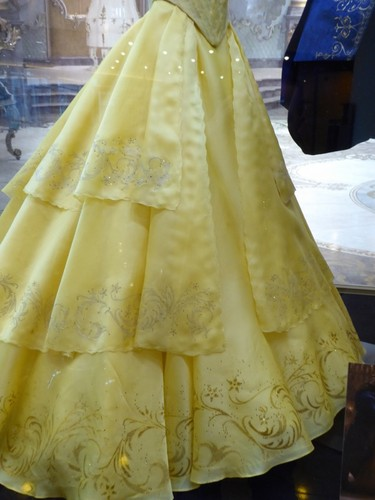 Beauty and the Beast (2017) hình nền titled Beauty and the Beast 2017 Belle's costume
