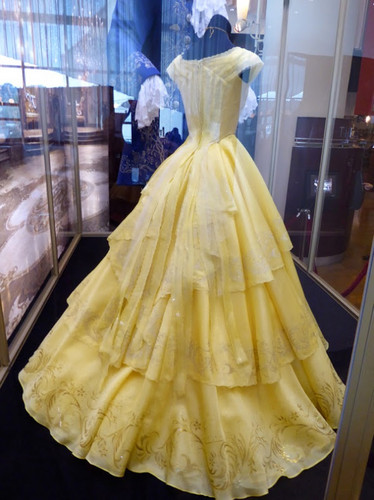princesas de disney fondo de pantalla called Beauty and the Beast 2017- Belle's dress from the back