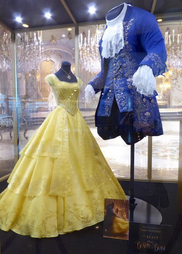 Beauty and the Beast (2017) karatasi la kupamba ukuta called Beauty and the Beast 2017 costumes