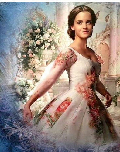 Beauty and the Beast (2017) fond d'écran called Belle in her wedding dress