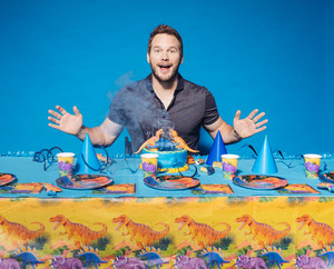 Chris Pratt - Casey カレー Photoshoot - June 2015