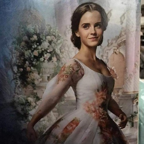 Beauty and the Beast (2017) karatasi la kupamba ukuta called Emma Watson in Belle's wedding dress