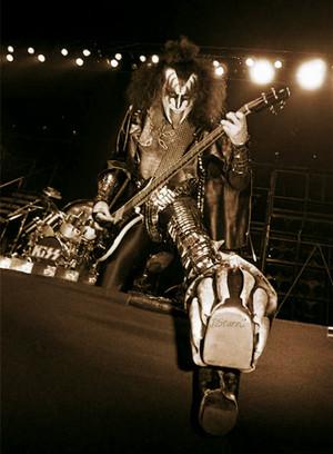 Gene (NYC) December 14-16, 1977 (Madison Square Garden)
