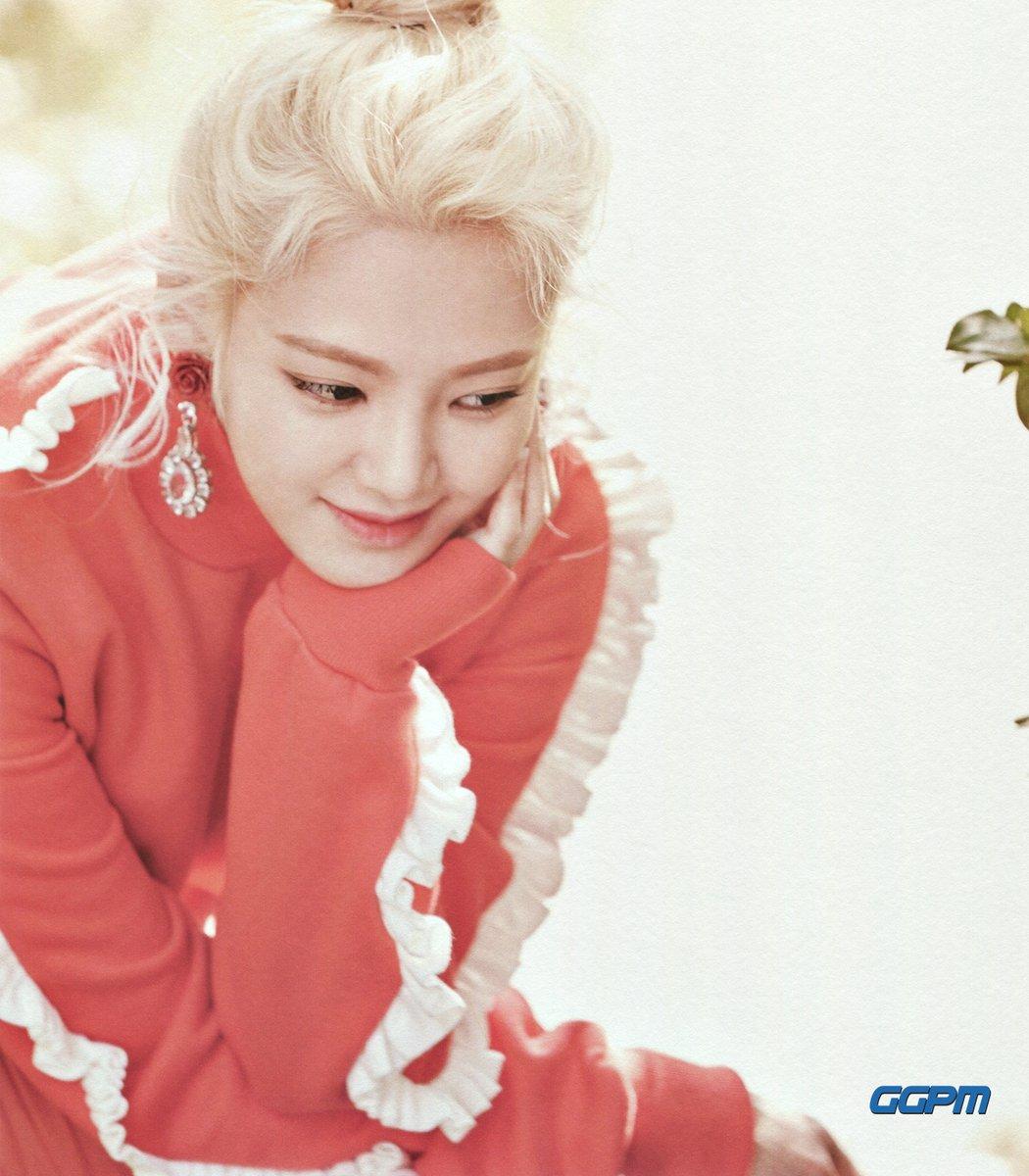Htyoyeon 2017 SEASON'S GREETINGS 'Ordinary Days'