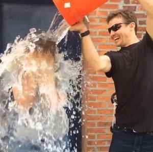Icebucket- CHallenge with Will Estes and Vanessa 線, レイ