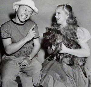 Judy Garland and Mickey Rooney on the set of the wizard of oz