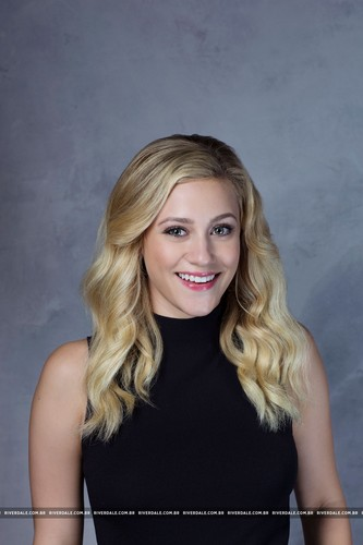 Riverdale (2017 TV series) fond d'écran entitled Lili Reinhart - LA Times Portrait Studio