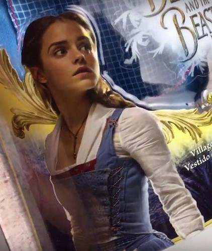 Beauty and the Beast (2017) kertas dinding called New picture of Emma Watson as Belle