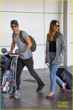Paul Wesley and Phoebe Tonkin Jet To Her ہوم in Australia For The Holidays!