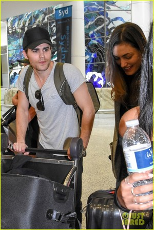 Paul Wesley and Phoebe Tonkin Jet To Her home in Australia For The Holidays!