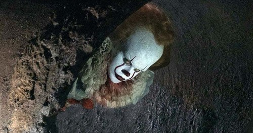 Filem Seram kertas dinding called Pennywise from IT (2017)