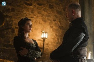 Reign - Season 4 - 4x01 - With Друзья Like These - Promotional Stills