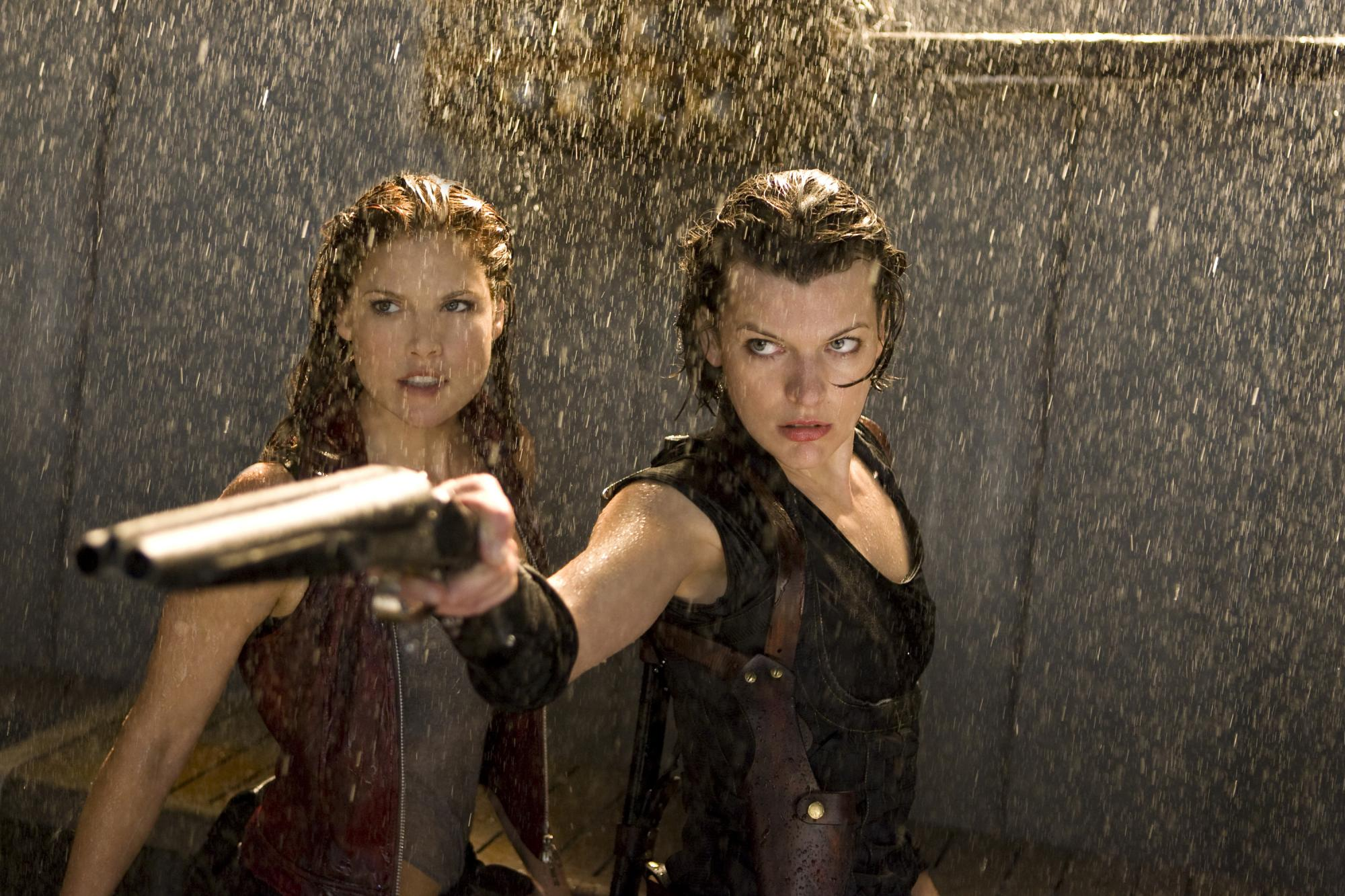 Resident Evil: Afterlife - Claire and Alice