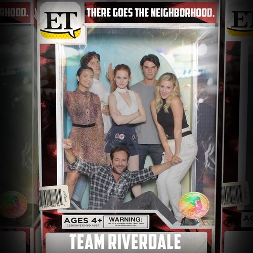 Riverdale (2017 TV series) پیپر وال entitled Riverdale Cast @ Comic Con