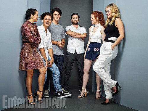 Riverdale (2017 TV series) پیپر وال called Riverdale Cast @ Comic Con
