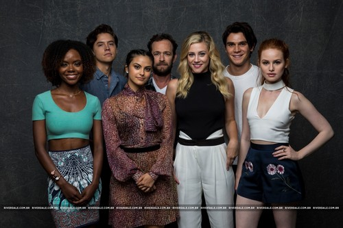 Riverdale (2017 TV series) fondo de pantalla entitled Riverdale Cast - LA Times Portrait Studio