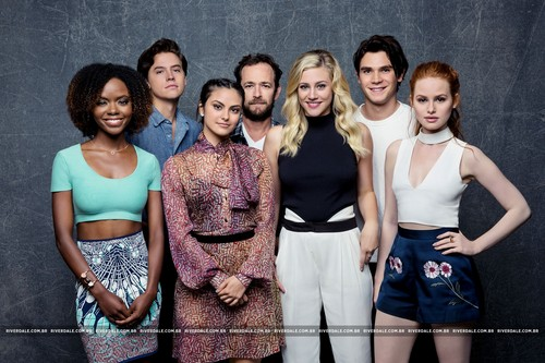 Riverdale (2017 TV series) پیپر وال titled Riverdale Cast - LA Times Portrait Studio