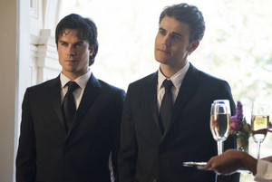 TVD 8x09 ''The Simple Intimacy of the Near Touch'' Promotional stills