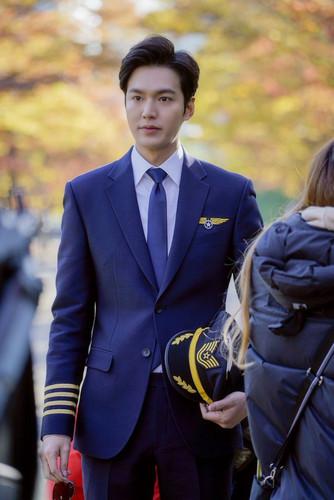 Lee Min Ho hình nền called The Legend of the Blue Sea