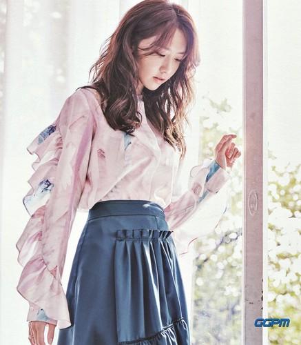 Girl's Generation/SNSD karatasi la kupamba ukuta titled Yoona 2017 SEASON'S GREETINGS 'Ordinary Days'