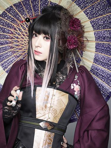 Wagakki Band achtergrond titled Yuko Suzuhana