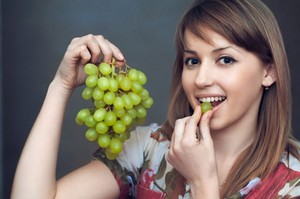 eating grapes