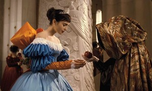 mirror mirror snow white evil queen julia roberts offering the appel, apple wedding brown mantel
