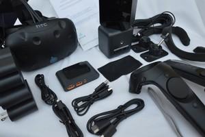 HTC Vive consumer unboxing