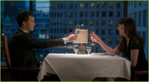 'Fifty Shades Darker' các bức ảnh - Full Gallery of Stills Released!