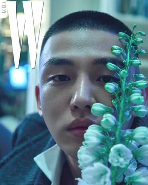 Yoo Ah In decorate the cover of 'W'