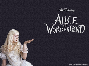 Anne Hattaway As The White Queen Alice In Wonder Land
