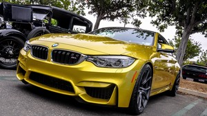 BMW M4 (Golden)