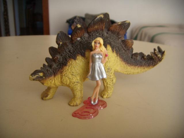 Barbie e lo stegosauro