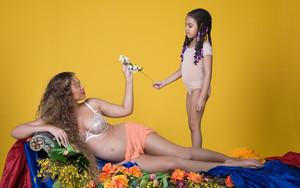 Beyoncé pregnant shoot