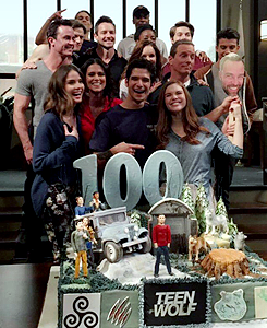 Shelley Hennig fondo de pantalla titled Celebrates wrapping the mostrar and reaching their 100th episode