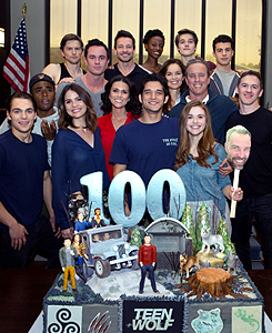 Celebrates wrapping the tampil and reaching their 100th episode