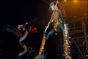 Gene (NYC) December 14-16, 1977 (Alive II Tour - Madison Square Garden)