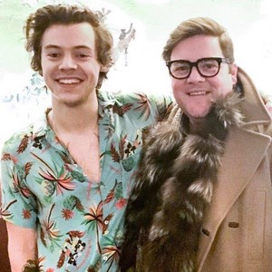 Harry with Фаны recently