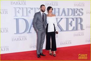 Jamie Dornan and Wife Amelia Warner Look So In 사랑 at 'Fifty Shades Darker' 런던 Premiere!