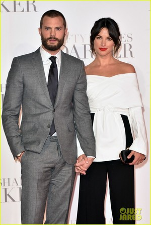 Jamie Dornan and Wife Amelia Warner Look So In প্রণয় at 'Fifty Shades Darker' লন্ডন Premiere!