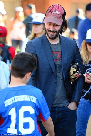Keanu Throws First Pitch @ ポニー in LA