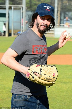 Keanu Throws First Pitch @ kuda, kuda kecil in LA