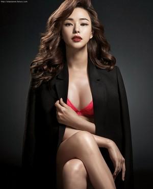 Lee Ha Nui 001