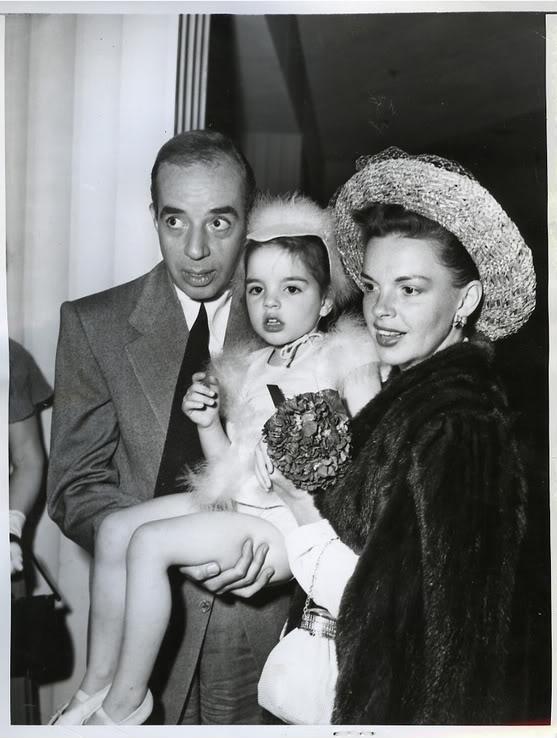 Liza with Mommy and Daddy 💗 - Judy & Liza Photo (40247087