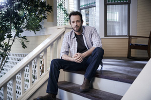 Luke Perry as ফ্রেড Andrews