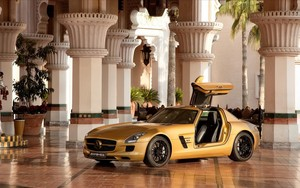 Mercedes-Benz SLS AMG (Gold)