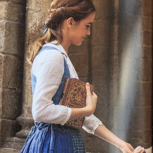 Beauty and the Beast (2017) 壁纸 entitled New pictures of Belle