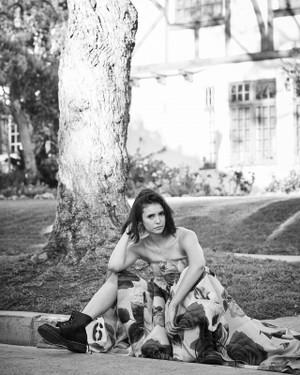 Nina Dobrev photoshoot سے طرف کی Eric کرن, رے Davidson